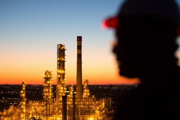 Brent petrolün varil fiyatı 54 dolar seviyesinde