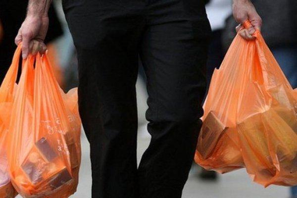 İngiltere plastik poşetlerden alınan ücreti iki katına çıkaracak