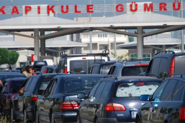 Gurbetçiler Türkiye'de 3 milyar euro bıraktı