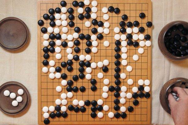 """Yapay zeka """"AlphaGo""""nun yeni versiyonu orijinal programı yendi"""