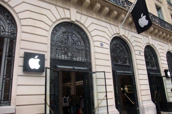 """Apple mağazasına """"vergini öde"""" baskını"""