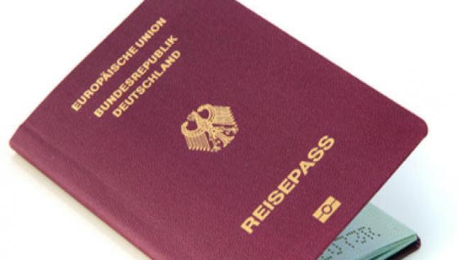 Almanya çifte pasaportu onayladı