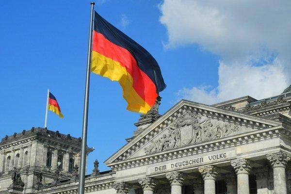 Alman ekonomisi küçüldü