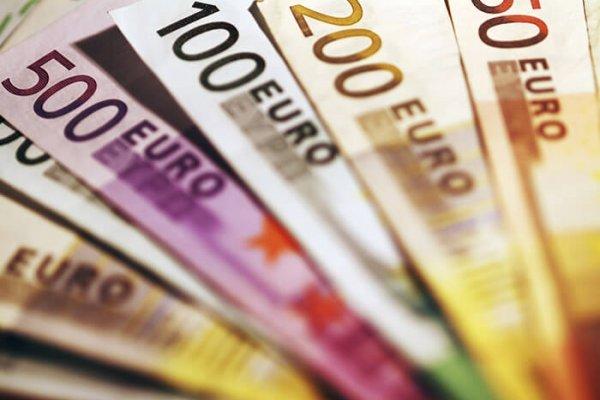 Hesabına yanlışlıkla 2 trilyon euro yattı, kısa süre zengin oldu