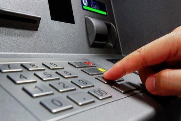 ATM'deki sistem hatası barmeni zengin etti