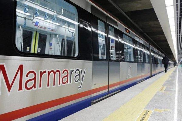 Marmaray'da bir kişi raylara düştü, seferler durduruldu