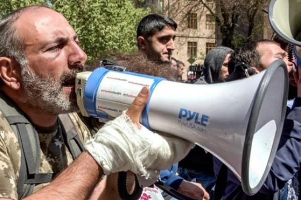 Ermenistan Parlamentosu muhalif lider Nikol Paşinyan'ı başbakan seçti