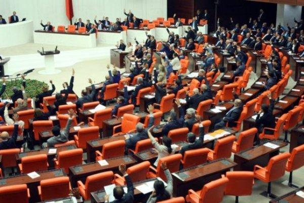 Milletvekili aday listeleri YSK'ya teslim edildi