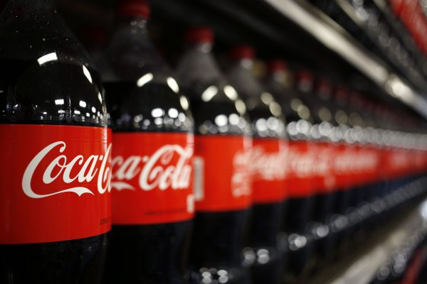 Coca Cola İçecek hedeflerini aşağı yönlü revize etti
