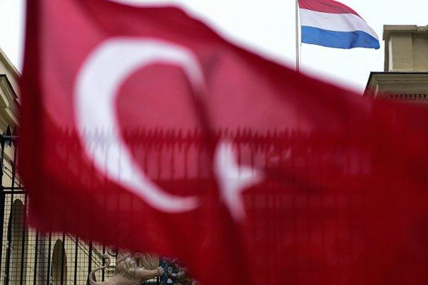 Hollanda'da Türk vatandaşlarına uyum zorunluluğu gündemde