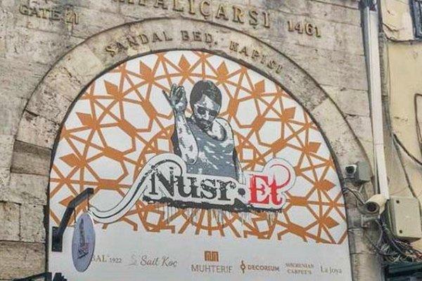 Kapalıçarşı'nın kapısındaki Nusret tabelası kaldırıldı