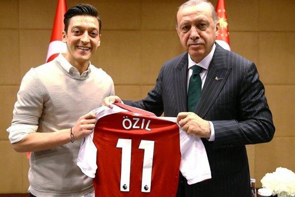 'Vodafone'dan Mesut Özil'e ambargo' iddiası