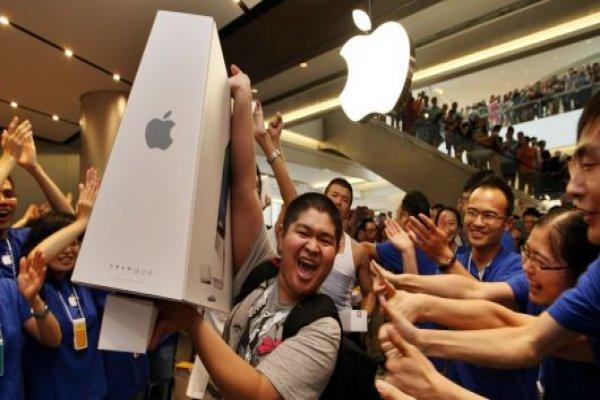 Apple dünyanın ilk 1 trilyon dolarlık şirketi oldu, tarihe geçti