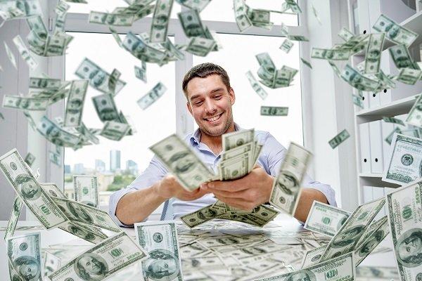 Fazla para veren ATM'nin önünde kuyruk oluştu