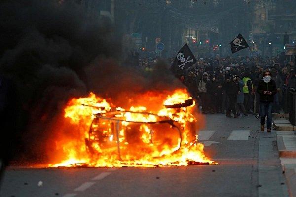 Fransa'da Sarı Yelekliler'in öfkesi dinmiyor