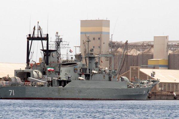 İran savaş gemileri ABD uçak gemisi yakınında füze fırlattı