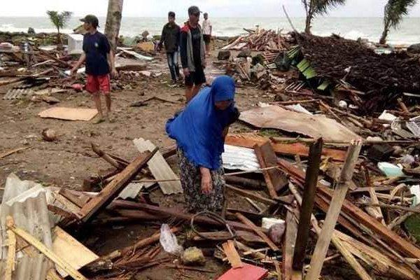 Endonezya'da tsunami: 43 ölü, 584 yaralı