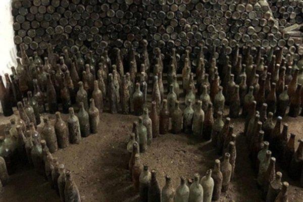 Toprağa gömülü 11 bin şişe içki ele geçirildi!
