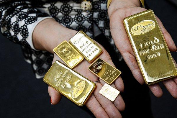 Güçlü dolar, altını geriletmeye devam ediyor