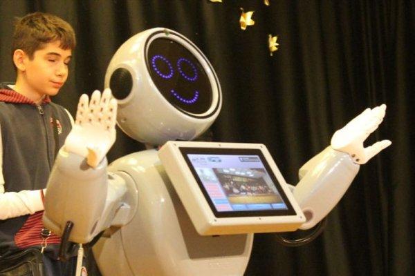Robot ADA: Ben Robot Sofia'dan daha zekiyim