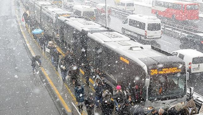 Lodos, İstanbul'da hayatı durdurdu