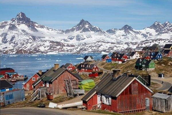 Trump, Grönland'ı vermeyen Danimarka'ya tavır aldı