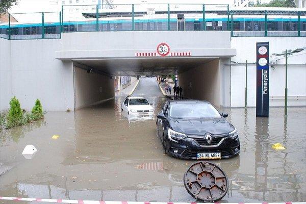 İstanbul'da yağmur sonrası şu taşkınları yaşanıyor