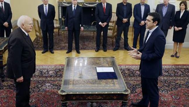 Ateist başbakan İncil'e el basmadı
