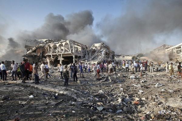 Somali'de bombalı saldırı: 2'si Türk 61 kişi öldü