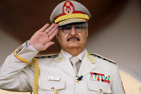 Hafter, Libya'den petrol ihracatını durdurdu