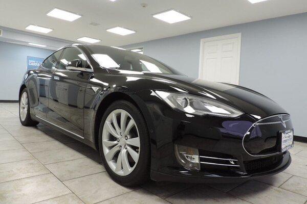 Tesla 500 bin aracını geri çağırabilir