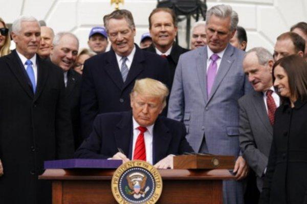 Trump: Teşvik paketi masama gelir gelmez imzalayacağım