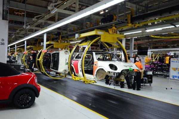 İngiltere'de otomobil üretimi 70 yıl geri gitti!