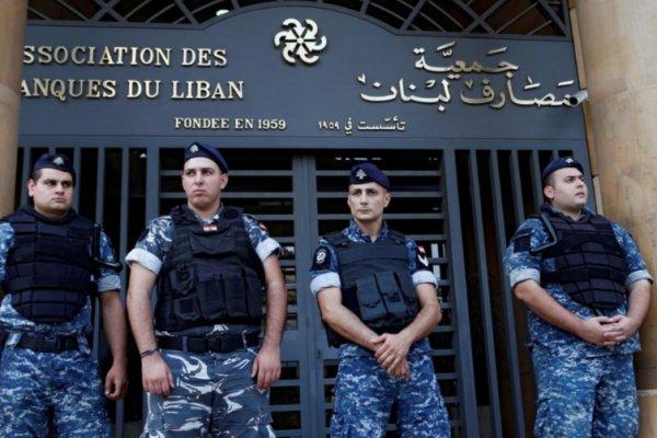 Lübnan'da savcı 20 bankanın varlıklarını dondurdu