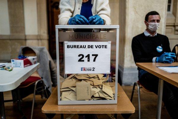 Macron'un partisi yerel seçimin kaybedeni oldu