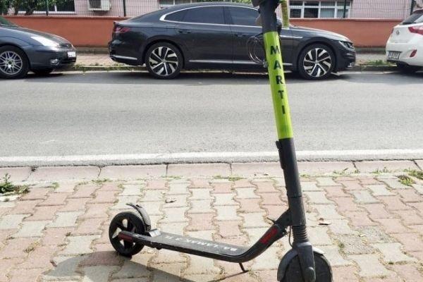 Karayolunda elektrikli scooter Martı'yı kullananlara para cezası