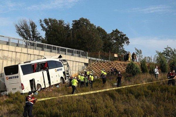 Yolcu otobüsü yoldan çıktı: 5 ölü, 25 yaralı