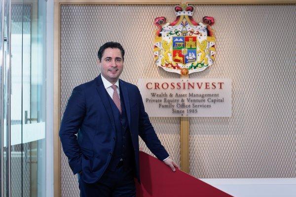 Türk Bankacı Cem Azak Crossinvest Asia'yı satın aldı