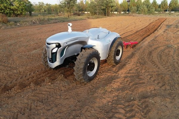 Çin 5G ile yönetilen elektrikli traktör üretti