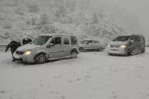 Antalya-Konya yolu kar nedeniyle kapandı