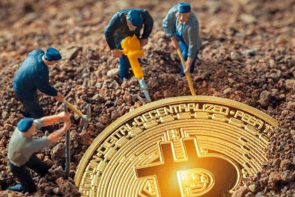 Bitcoin'de yeni rekor: 700 bininciye ulaştı