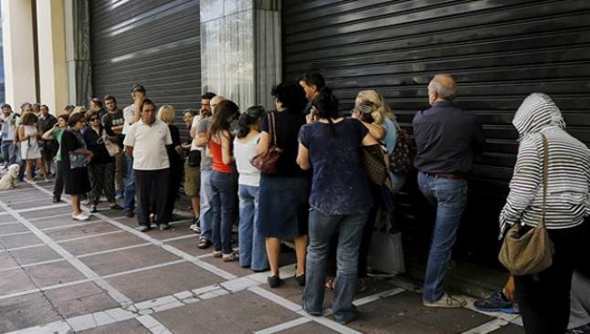 Yunanistan bankamatiklere hücum etti