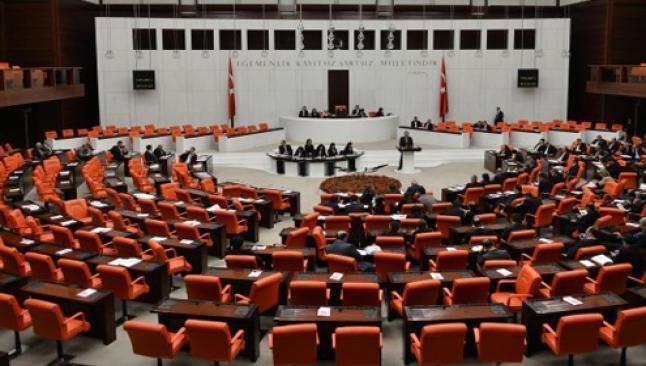 Yeni Meclis besmele ve Kürtçe ile açıldı