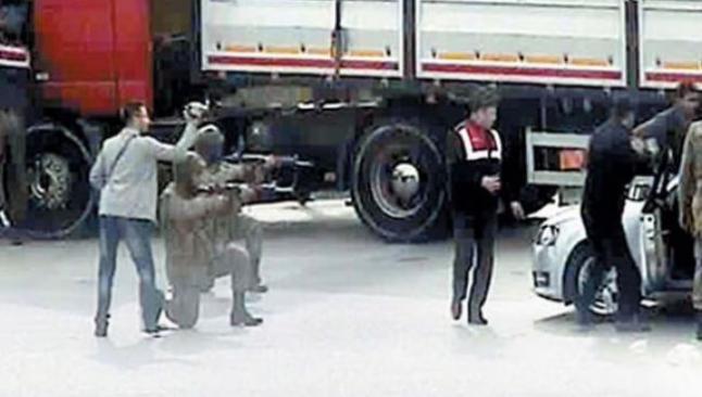 Üç asker tutuklandı