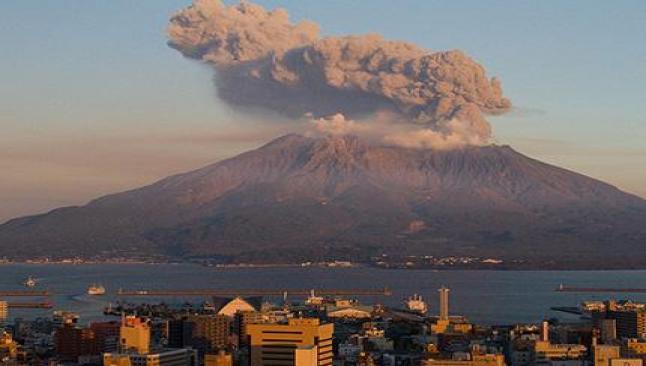 Nükleer santral yakınında yanardağ patlaması