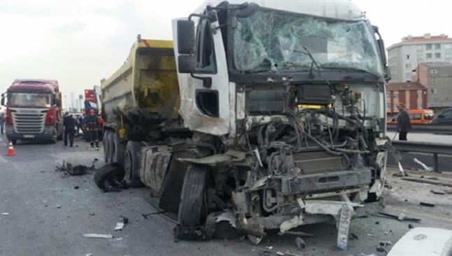 TEM'de zincirleme kaza, trafik durdu