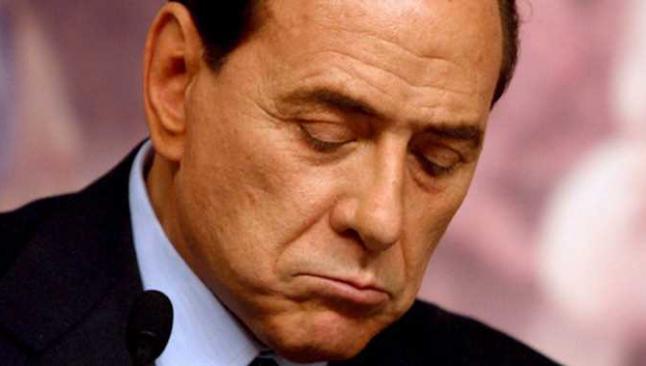 Berlusconi'ye kapıyı gösterdiler