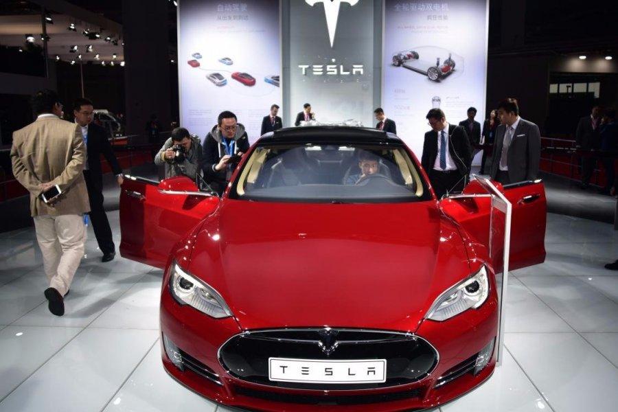 Tesla 2 milyar dolarlık hisse satacak