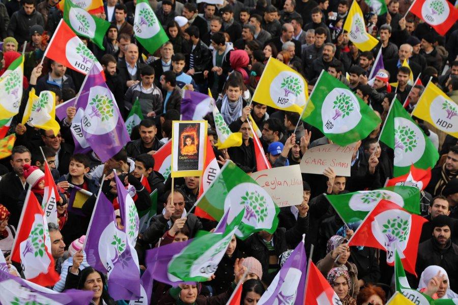İki HDP'li vekil Türkiye'yi terk etti iddiası