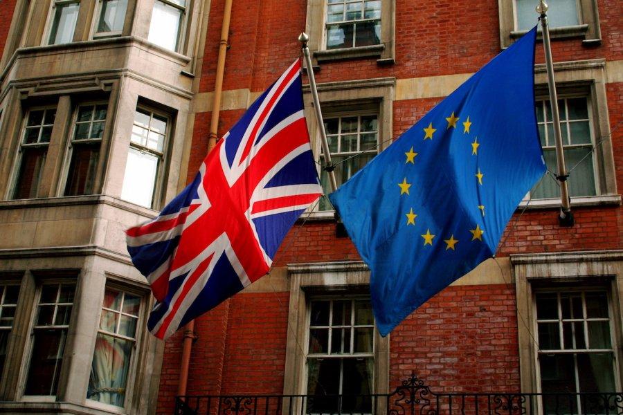 Brexit oylaması öncesi fark kapanıyor
